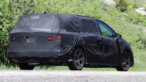 2017 Honda Odyssey spied again, ditches lightning bolt design
