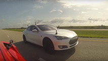 Drag race: Tesla Model S P85D vs Lamborghini Huracan