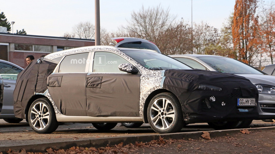 2017 Hyundai i30 CW spied and rendered