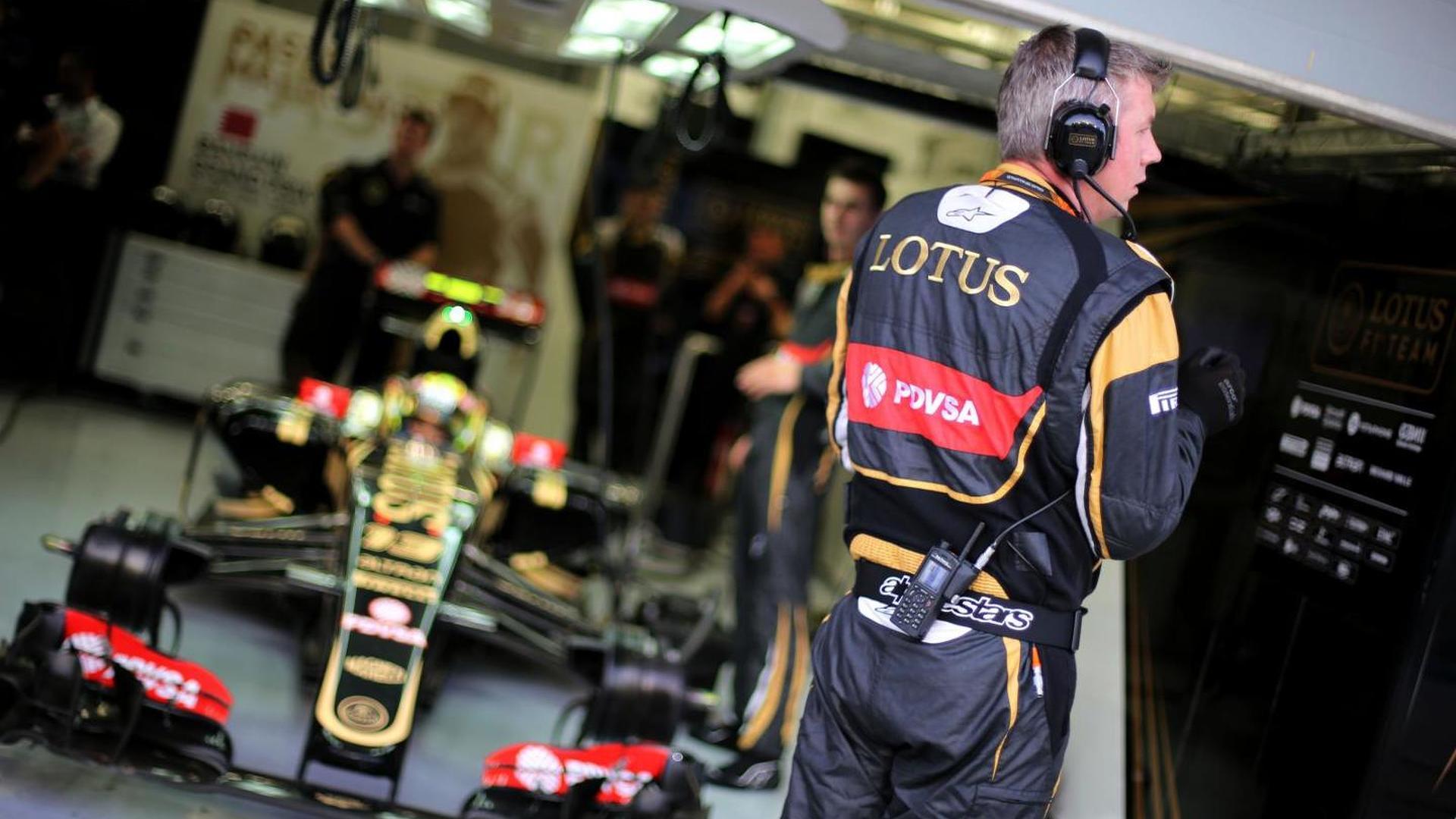 Deadline on Lotus-Renault buyout deal looming