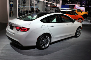 Chrysler 200 Shows Off New Looks, New Power in Detroit