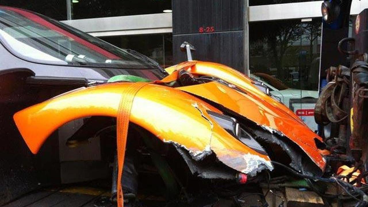 Pagani Zonda F crash in Hong Kong, 640, 26.01.2012
