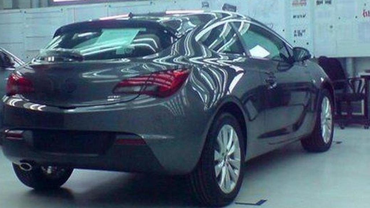 Opel Astra GTC undisguised on Facebook 06.04.2011