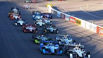 Start: Helio Castroneves, Team Penske Chevrolet leads