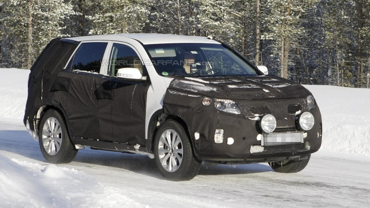 2013 Kia Sorento Facelift spy photo