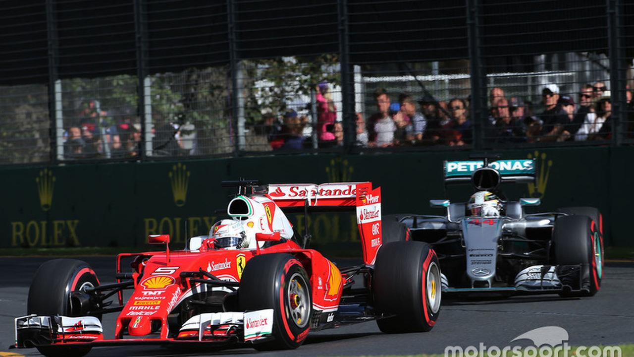 Sebastian Vettel, Ferrari SF16-H and Lewis Hamilton, Mercedes AMG F1 Team W07