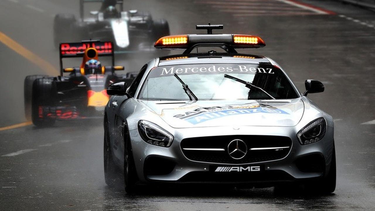 The safety car leads Daniel Ricciardo, Red Bull Racing RB12