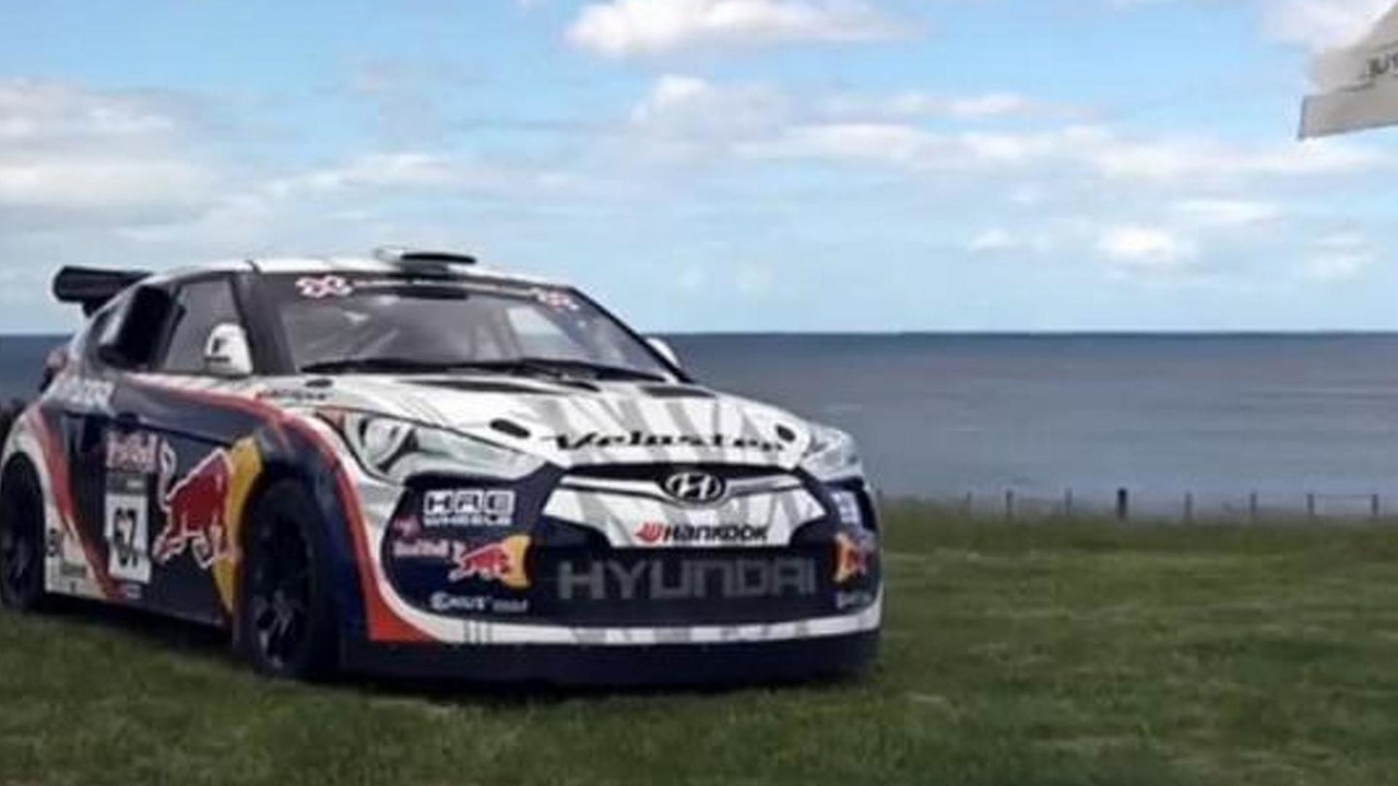 Rhys Millen Hyundai Veloster on golf green, 1024, 25.01.2012
