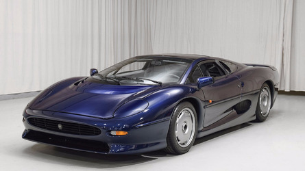 Avec seulement 1600 km au compteur, cette Jaguar XJ220 est à vendre