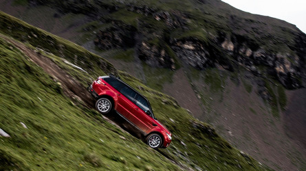 Ex-Stig tackles insane ski run in Range Rover Sport