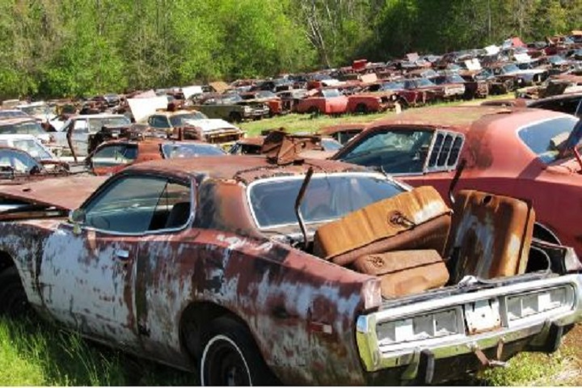 700+ Abandoned Dodges Sitting in an Alabama Lot