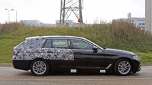 2017 BMW 5 Series Touring tries to hide the obvious