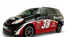 Ultimate NASCAR Fan Sienna Rampvan SEMA 2008