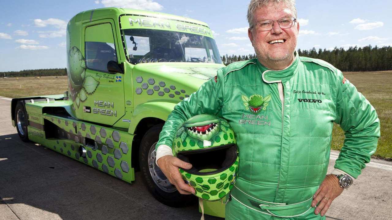 Boije Ovebrink with the Volvo Mean Green Hybrid racing truck 23.3.2012