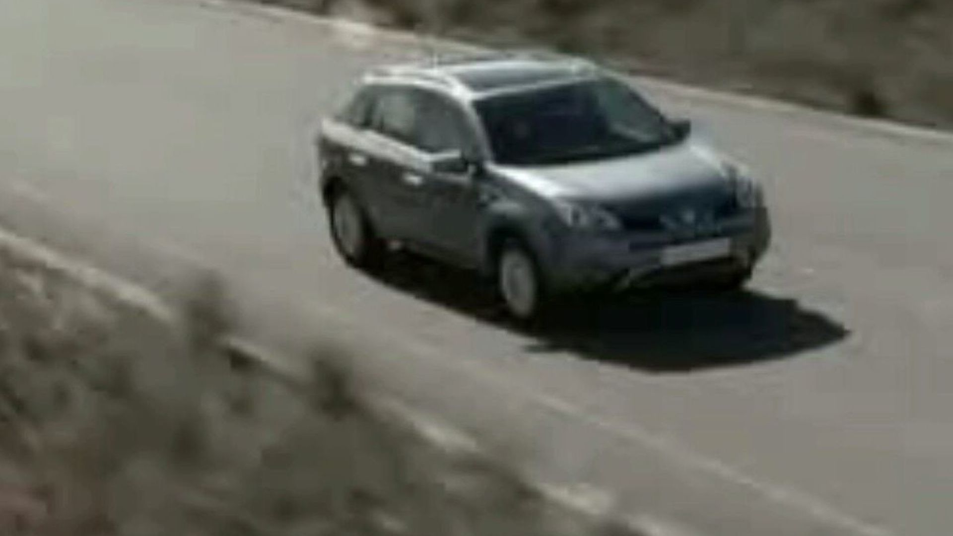 Renault Koleos Goes On and Off Road in This Video