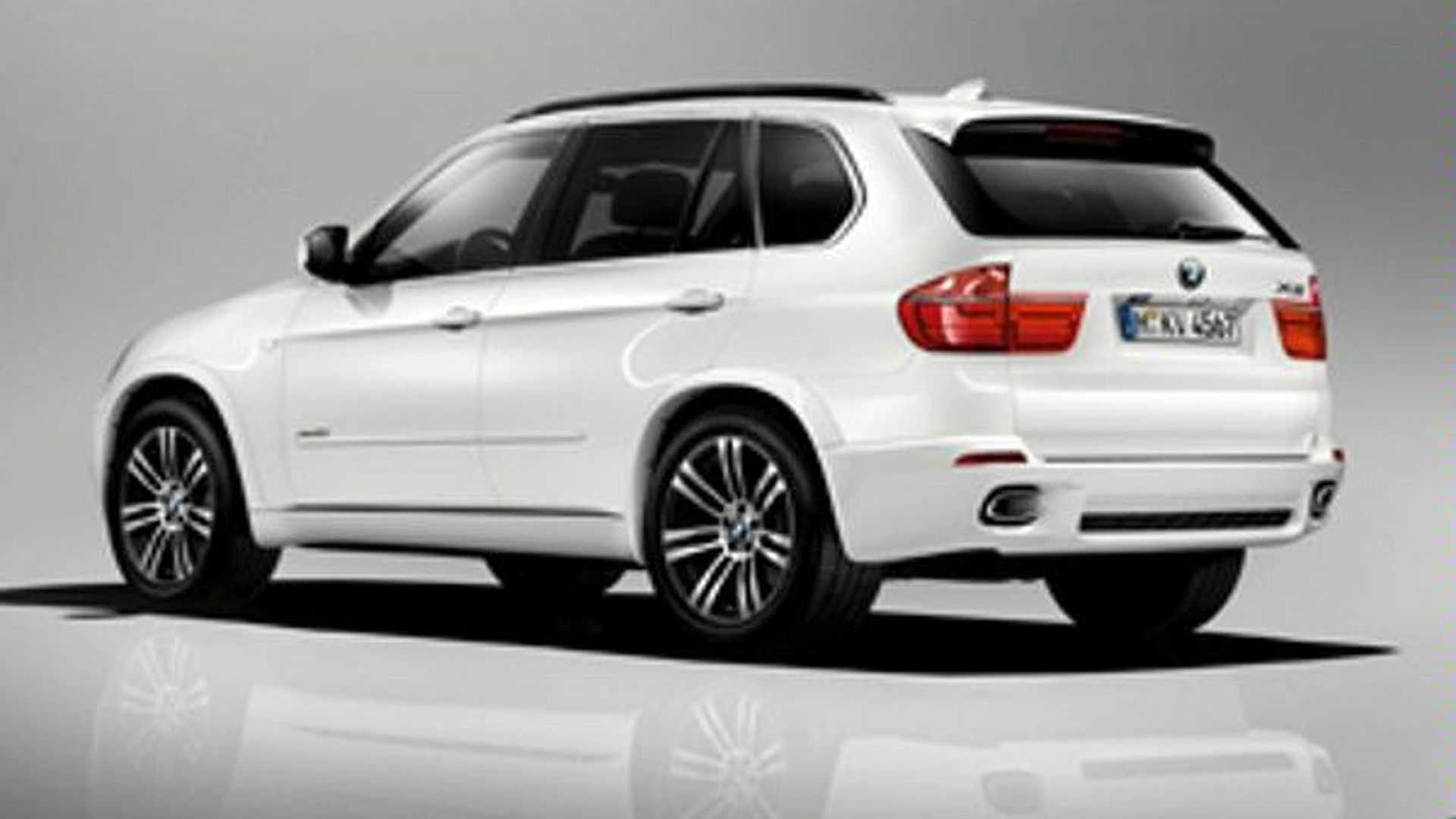 BMW X Facelift With M Sport Package First Photo Surfaces - 2011 bmw x5 sport package