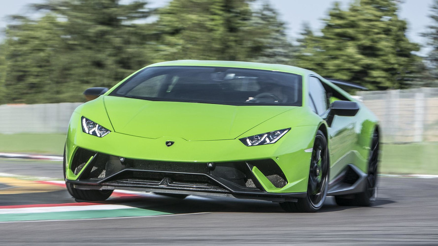 2017 lamborghini hurac n performante first drive record breaking ability. Black Bedroom Furniture Sets. Home Design Ideas