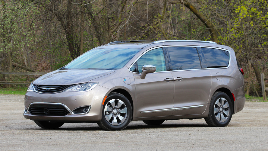 2017 chrysler pacifica hybrid review photos. Black Bedroom Furniture Sets. Home Design Ideas