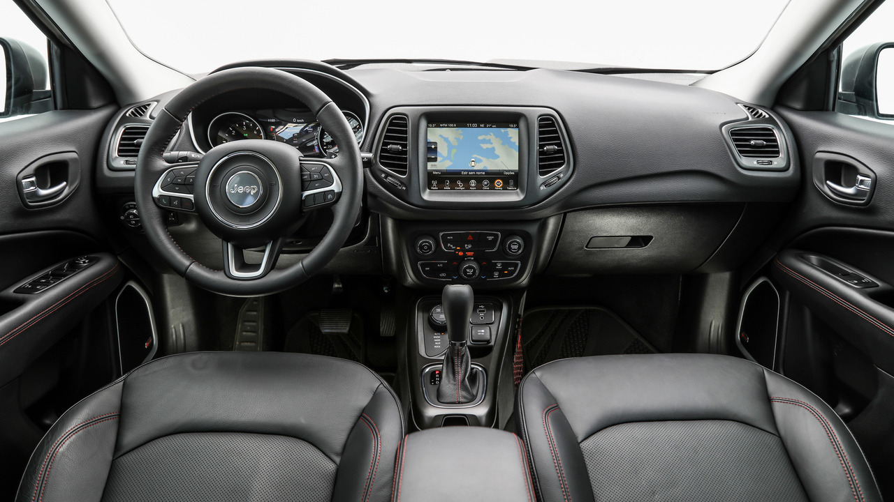 2017 jeep compass first drive an early look at the brazilian version. Black Bedroom Furniture Sets. Home Design Ideas