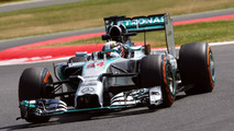 Hay fever and leaking oil spoil Hamilton momentum