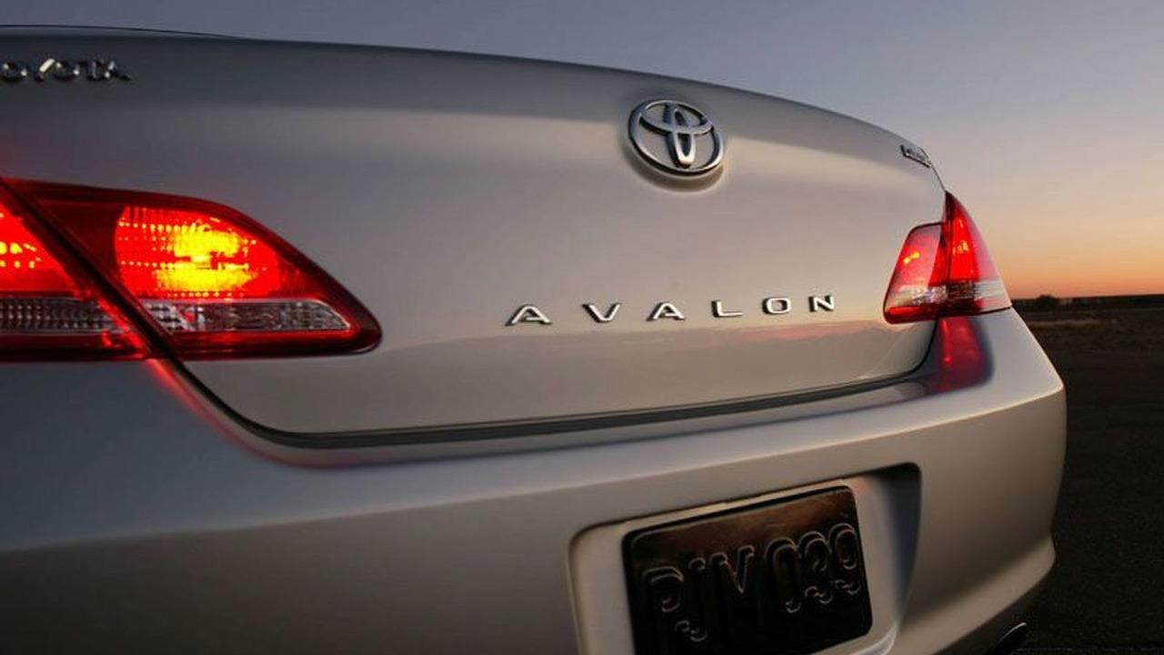 Toyota third generation Avalon 2006