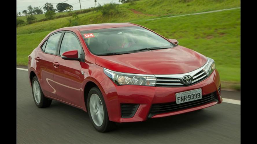 Corolla 2016 tem nova versão 1.8 CVT de R$ 75,6 mil e Altis vai a R$ 100 mil