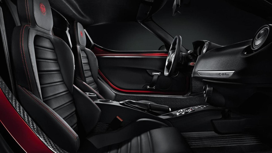 Alfa Romeo confirms 4C with 240 HP and shows interior cabin