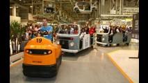 VW comemora 60 anos de Brasil e 15 anos de São José dos Pinhais, onde fará novo Golf