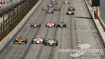 Start: Tony Kanaan, Sam Hornish Jr. and Scott Sharp lead the field