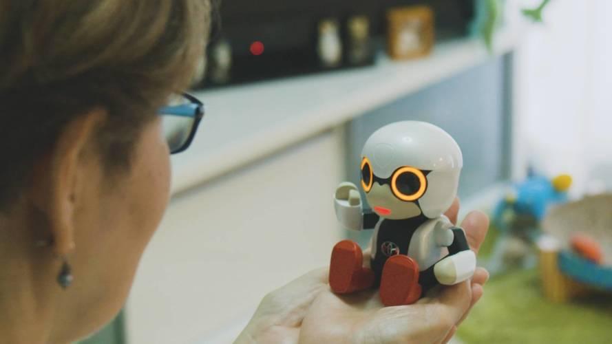 Toyota lança robô que conversa com o motorista