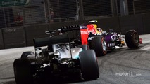 Daniil Kvyat, Red Bull Racing RB11 leads Lewis Hamilton, Mercedes AMG F1 W06