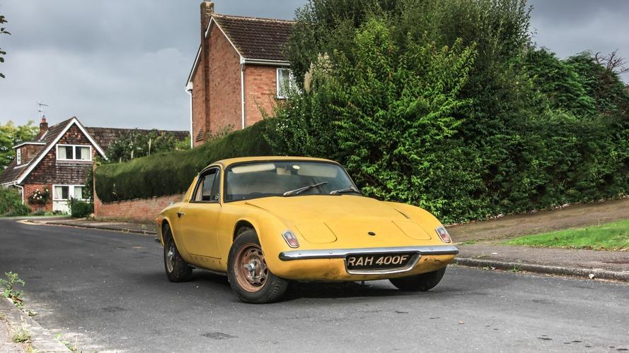 Graham Hill'in Colin Chapman'dan aldığı Lotus Elan satılıyor