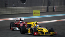 Petrov wants to race Ferrari and McLaren in 2011