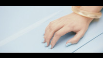 Via i graffi dall'auto con lo smalto per unghie
