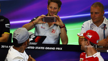 Romain Grosjean, Haas F1 Team is photographs Lewis Hamilton, Mercedes AMG F1 in the FIA Press Conference