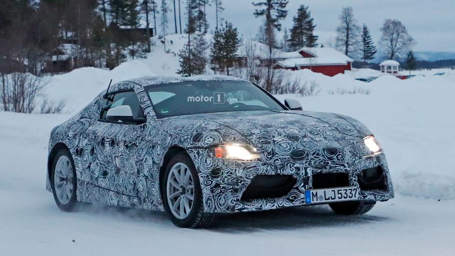 Yeni Toyota Supra kar kış dinlemiyor
