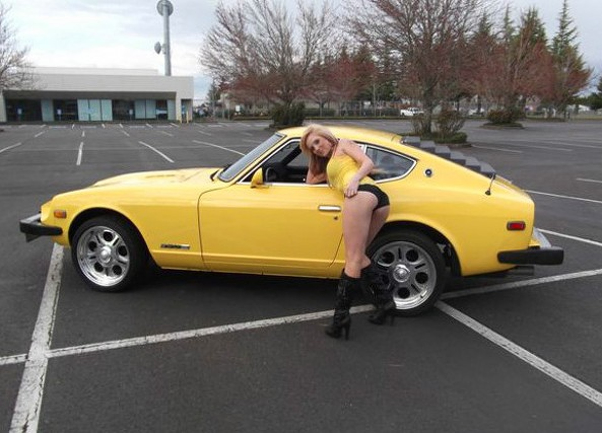 of the Year Uses Daughter to Sell 280Z Online