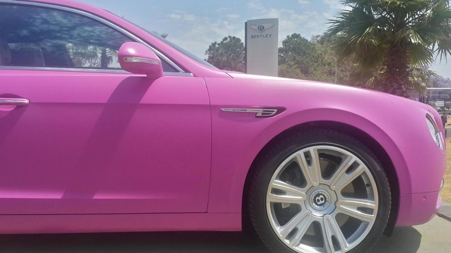 Розовый автомобиль Bentley Flying Spur