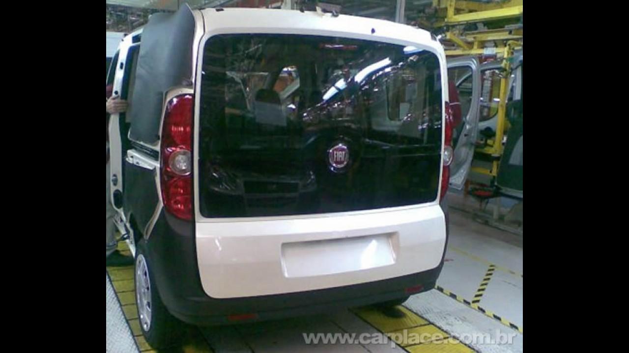 Novo Fiat Doblò 2010 é flagrado sem disfarces dentro da fábrica