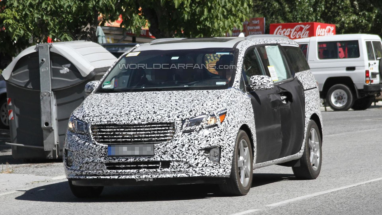 2015 Kia Sedona (Grand Carnival) spy photo