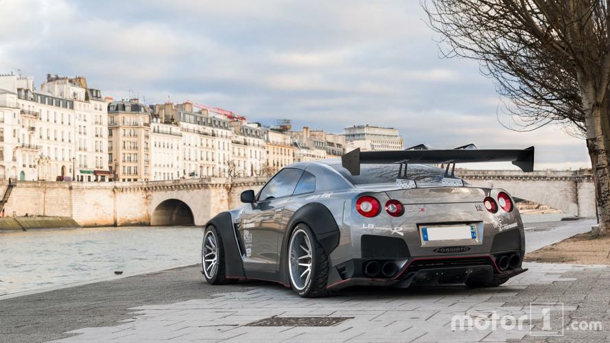 PHOTOS - La GT-R Liberty Walk sort les muscles à Paris