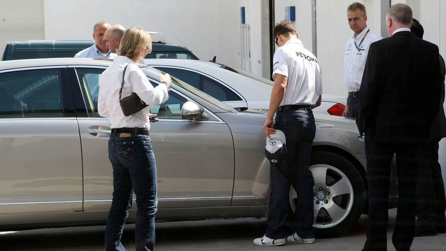 Schumacher arrives late in Bahrain