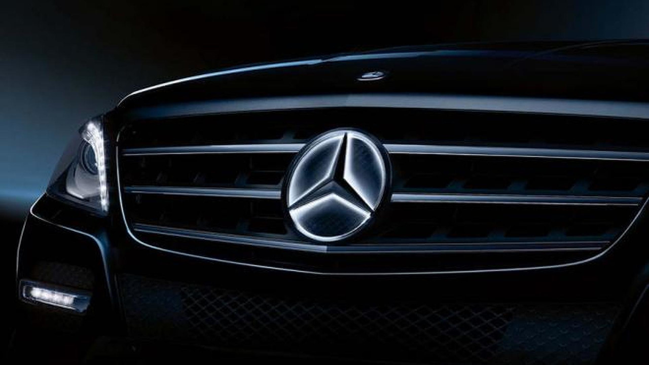Mercedes-Benz illuminated star logo
