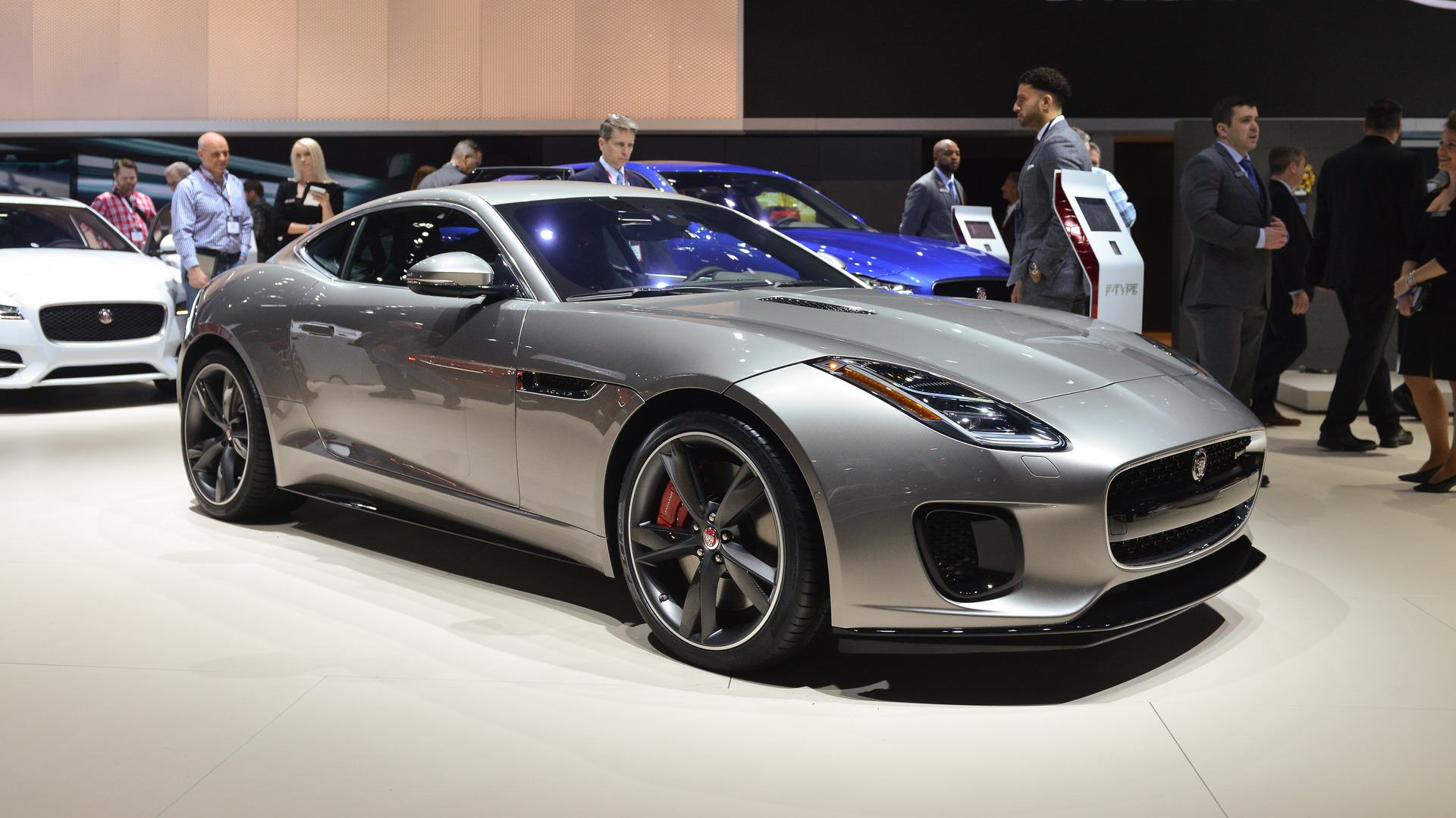 2018 jaguar f type becomes a tamer kitty with new 2 0. Black Bedroom Furniture Sets. Home Design Ideas