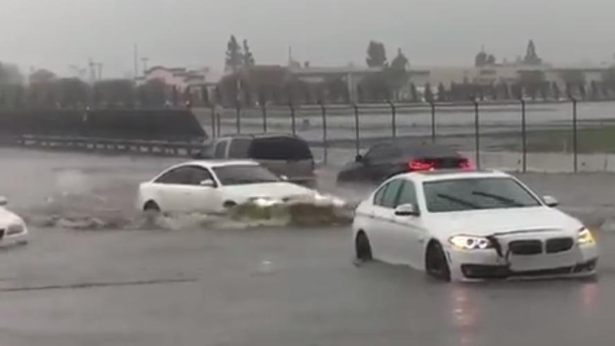 Quand Audi se moque de trois BMW coincées dans l'eau !