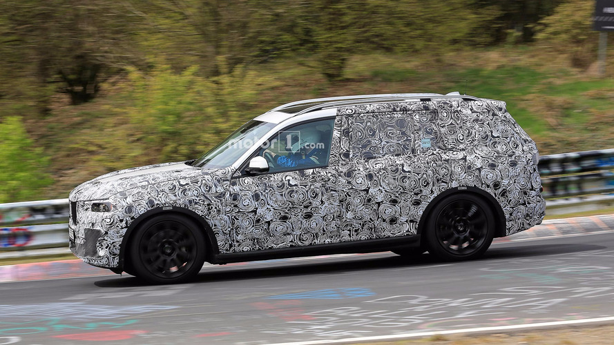 BMW X7 Spied Speeding Around The Nurburgring