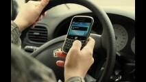 Tolerância zero: ler mensagens de texto ao volante pode render até prisão na Irlanda