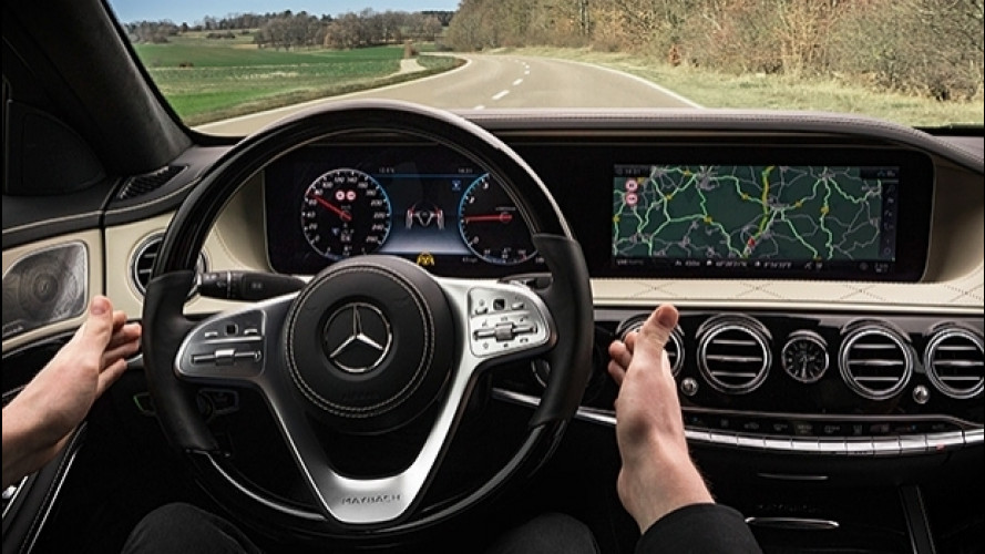 Mercedes Classe S restyling, frena da sola e anticipa le manovre