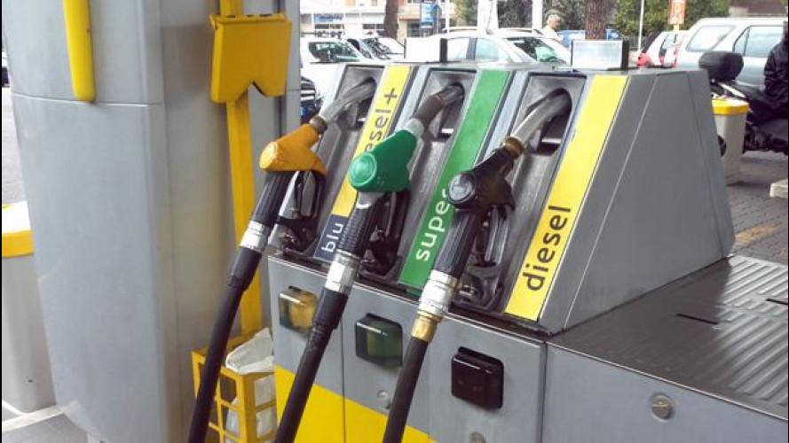 Petrolio: prezzo mai così basso da 5 anni. Benzina sempre cara, però