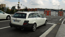 2011 Mercedes C-Class wagon facelift spy photo 13.10.2010